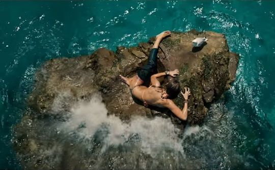 blake-lively-vs-a-shark-in-terrifying-new-teaser-for-the-shallows-900754